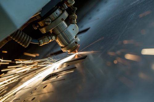 Usinage de pièces de métal au laser